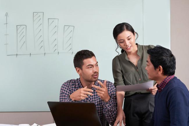 市环保局组织全体党员重温入党誓词